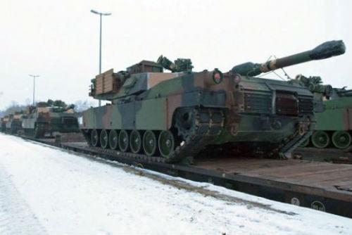 amerikanski_tankove_Abrams_natovareni_na_vlak_31_01_2015