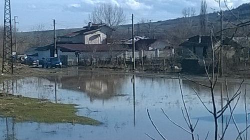 navodneni_ka6i_Bozveliisko_Irinka_i_Noiko_snimka_ot_mosta_2_02_2015