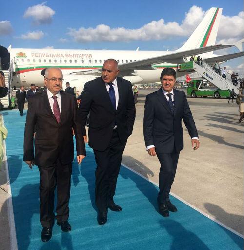 Boiko_Borisov_v_Istanbul_Turcia_otzad_samolet
