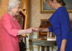 ПОКЛОН. ДЕСИ се поклони на КРАЛИЦАТА, видео: … Президентът РАДЕВ: Срещата с Кралицата е новина …