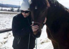 КОН или ТОПКА? На Тодоров ден КОРНЕЛИЯ се качи на КОН. БАНДИТА рита топка когато му кефне! Конят или приема Човека или … Топката няма МОЗЪК, представете си БАНДИТА на КОН….! СНИМКИ и ВИДЕО: …..